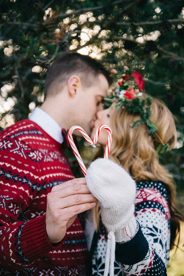 11-festive-styled-wedding-winter-woods-corgi-holiday-sweater