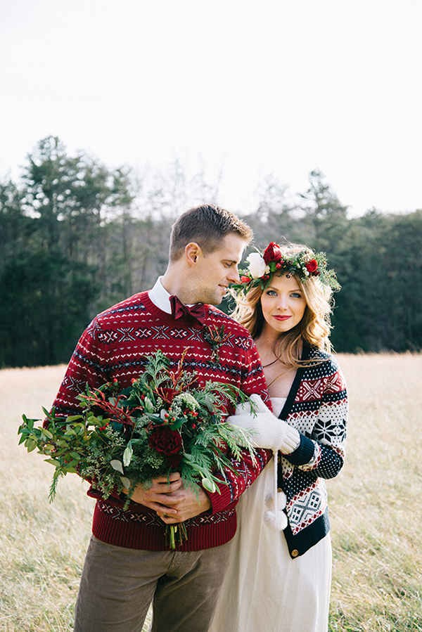 5-festive-styled-wedding-winter-woods-corgi-holiday-sweater